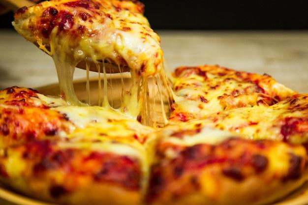 tranche-pizza-chaude-du-fromage-fondu